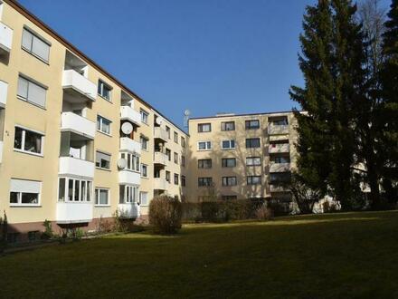 RG Immobilien - Zentral gelegene 3 Zimmer Wohnung mit Wintergarten
