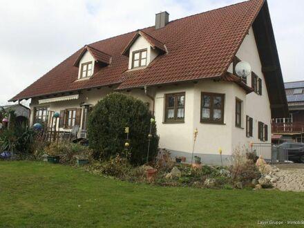 LAYER IMMOBILIEN: Schönes Wohnen in ruhiger Lage  - Einfamilienhaus mit kleinem Pool und Sauna