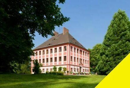 Herrschaftliches Barockschloss mit 18 Pferdeboxen und 7 Hektar Land zu verpachten