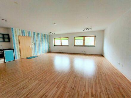 Schöner Büro-/Praxisraum, teilbar, Kü-Anschluß, WC