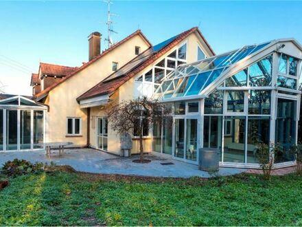 REMAX - Viel Wohnfläche, großes Grundstück und Pool im Haus, ist das was für Sie?