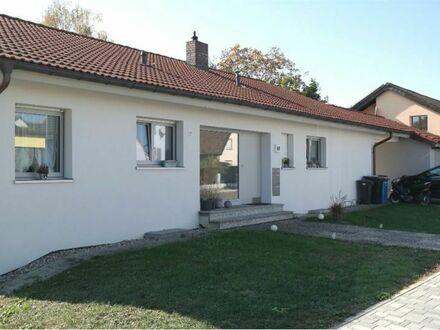 REMAX - Wohnen in sehr geräumiger Wohnung (im neu renoviertem Haus)