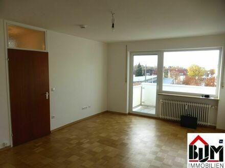 *2 Zimmer - renoviert - Balkon - Aufzug - frei*