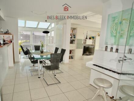 Stilvolles Wohnen mit schöner Aussicht, großem Garten und 2-Zi.-ELW