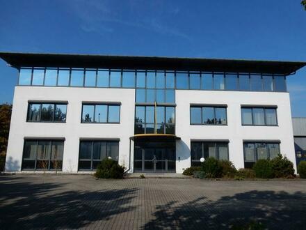 Industrie-Hallen und Büros