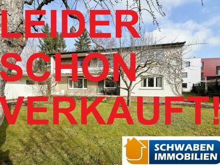 IN BESTLAGE: Frei stehendes Zweifamilienhaus mit Garage und Garten im Bieterverfahren zu verkaufen! 