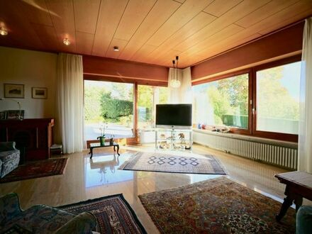VERKAUFT: Großzügiges Haus mit Schwimmbad, Sauna, Teilseesicht, weitläufigem Garten (1.075 m²)