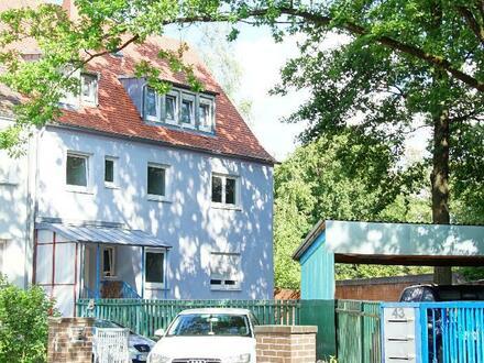 Entwicklungsfähiges Dreifamilienhaus nahe Dutzendteich