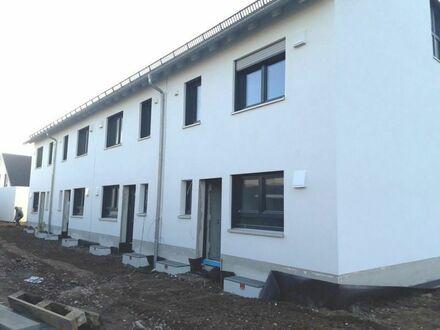 4-Neubau-Reihenhäuser in KfW-40-Bauweise mit Erdwärme-Heizung in bevorzugter Hemhofen-Zeckern-Wohnlage