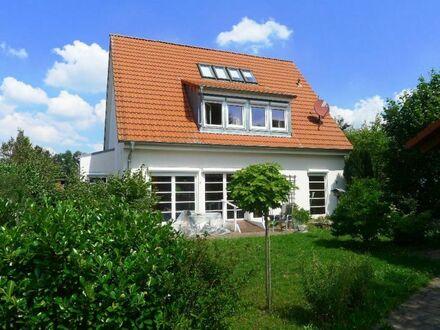 Engelthal: Top-Einfamilienhaus mit außergewöhnlichem Grundriss, Einbauküche, Kaminofen und vielem mehr!