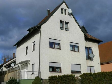 Zentral in Hersbruck: Gemütliche 3-Zimmer-ETW im Dachgeschoss mit ca. 70 m² Wohnfläche, EBK, KFZ-Stellplatz und vielem…