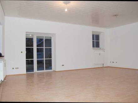 Finsing: Sehr großzügige 2-Zimmer-Erdgeschoßwohnung mit Garten - Immobilienbüro SEIBOLD