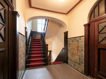 **RESERVIERT**Klassische Schönheit!** Top renovierte Jugendstilwohnung auf zwei Ebenen am Erlanger Burgberg