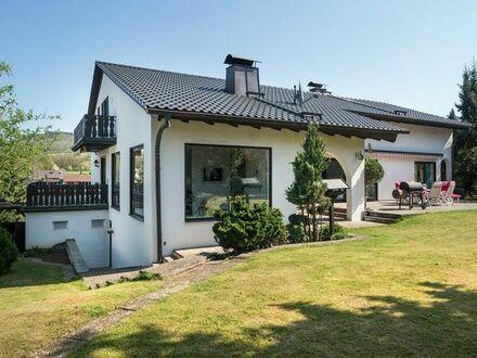 **Repräsentative Architektenvilla mit Wellnessoase** Wohnen und Arbeiten möglich**Grüne Lage Nähe Forchheim und Erlangen**