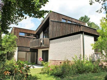 Großzügig und sehr variabel nutzbar:Raffiniert konzipiertes Architektenhaus in feiner Waldwohnlage von Bräuningshof