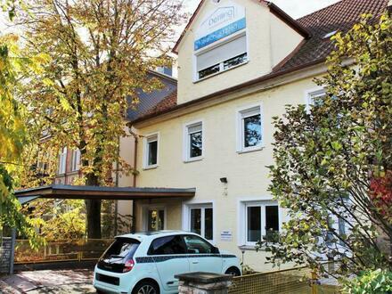 Sichere Kapitalanlage oder viel Platz für Ihre Familie: Großes + sehr solides Wohn- und Geschäftshaus direkt an der Erl…