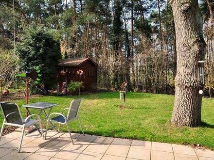 Wohnen im Grünen, verkehrsgünstig und zentrumsnah: Behagliche 3-Zi.-ETW mit eigenem, großen Garten in ruhiger und unverbaubarer…