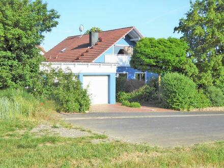 Ihre Kinder werden begeistert sein: Großes und gemütliches Familienhaus in traumhafter Ortsrandlage von Gädheim-Ottendorf