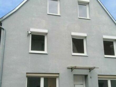 Modernisierte Doppelhaushälfte mit Kamin, Balkon und gr. EBK