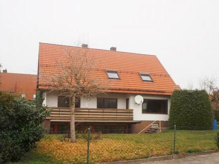 Großzügiges 1-2 Familienhaus mit Doppelgargage und großem Grundstück