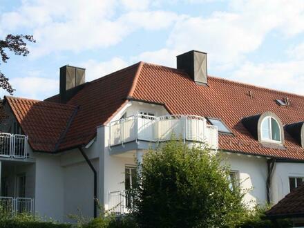 WEISSE VILLA: 3-Zimmer-Dachgeschosswohnung mit Flair