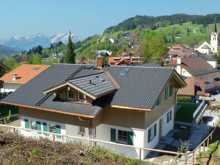 Doppel-Landhaus in Oberstaufen/Allgäu, in exponierter zentrumsnaher Wohnlage. Auf Wunsch mit Aufzug.