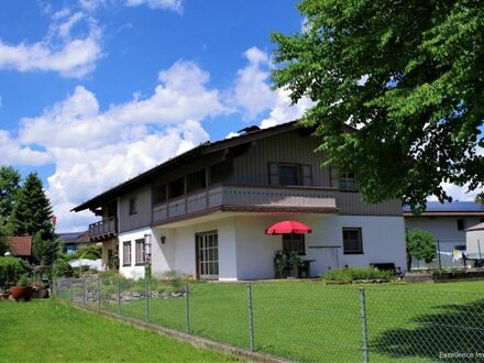 Verkauft: Im Trend der Zeit: Zweigenerationenhaus in ruhiger Ortsrandlage Nähe Rosenheim