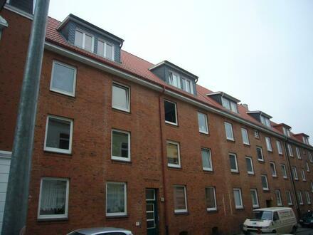 renovierte 2 Zimmer-Wohnung in einem Mehrfamilienhaus im beliebten Wohnviertel von HH-Bergedorf