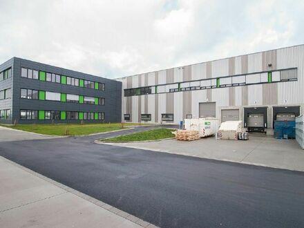 Moderne Industriehalle für Produktion, Lager, Logistik