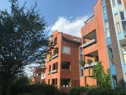 Zentrale Lage: renovierte 2 Zimmer Wohnung mit Loggia
