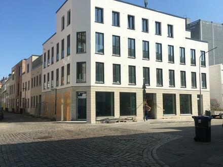 Erdgeschoss Ladenfläche am Eingang zur belebten Hüxstraße