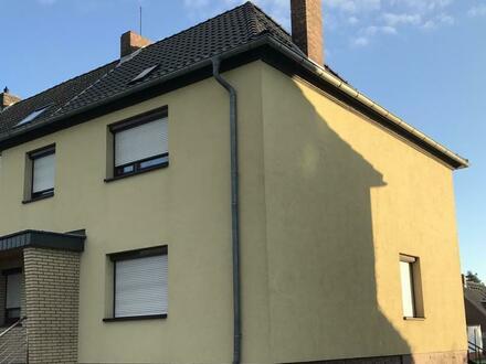 Peine – Kernstadt Nord / Geräumiges Reihenendhaus mit Garage und Anbau auf schönem Grundstück