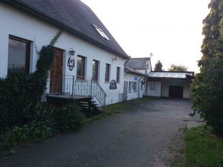 Wohnhaus mit Hausschlachterei und großem Grundstück