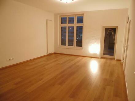 Hochwertige 3-Zimmerwohnung - 2 Bäder, Balkon, hochwertiger Boden (2.OG)