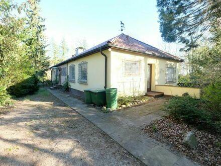 Wohnen im Grünen: Bungalow mit Einliegerwohnung und großem Grundstück zu verkaufen