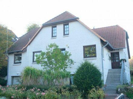 Wohnen direkt an der Ostsee! Mehrgenerationen mit zwei Wohneinheiten und Gästewohnung in Heiligenhafen zu verkaufen
