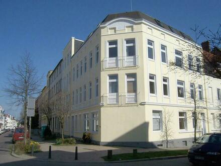 sehr gepflegte 3,5-Zimmer-ALTBAU-Wohnung mit Terrasse