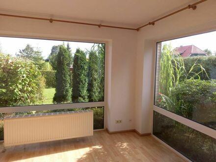 Neuwertige Erdgeschosswohnung in rückwärtiger Lage mit separatem Eingang und kleinem Garten
