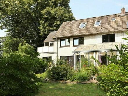 TT Immobilien bietet Ihnen: Geräumige Doppelhaushälfte mit Flair in Schaar!