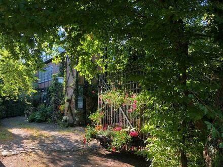 Herzlich Willkommen! Wohldorf-Ohlstedt... Familienhaus mit viel Platz