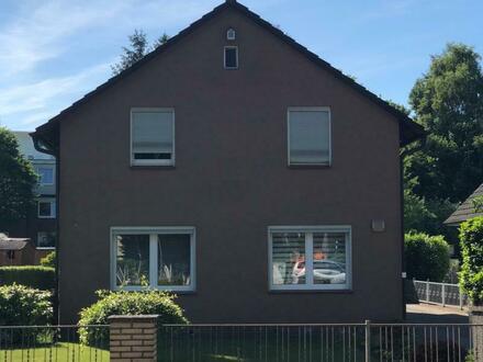 Hamburg-Schnelsen… Zweifamilienhaus mit viel Platz…