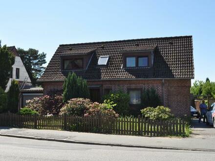 Älteres Einfamilienhaus mit teilweisem Seeblick und großem Grundstück