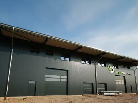 Neubau – repräsentative Produktions-/Lagerhalle mit Büro / Wohnung!