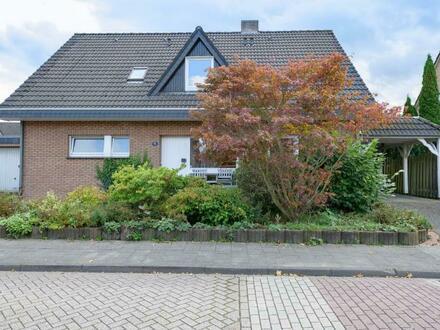 KVBM hat Verkauft: Sehr gepflegtes, geräumiges Einfamilienhaus zur Doppelbewohnung geeignet.