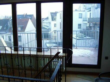 Vermietet! Sehr schöne 2 Zimmer Maisionette Wohnung mit großer Dachterrasse nahe Lindenhofstraße