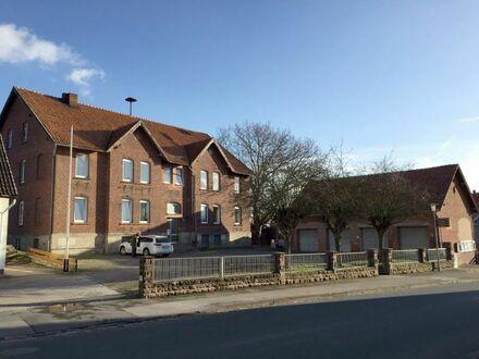 Voll vermietetes Mehrfamilienhaus mit 4 Wohneinheiten, 4 Garagen und 1 Carport
