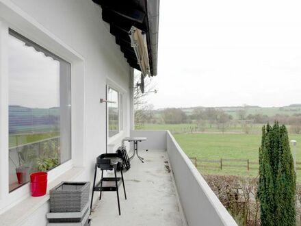 Großzügige & helle 3-Zimmer-Wohnung mit sonnigem Balkon + schönem Ausblick