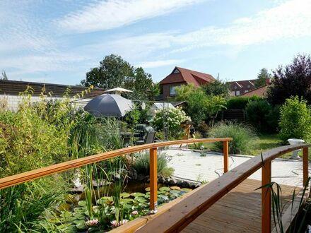 Ruhig & zentrumsnah: Bungalow/EFH mit vielseitig nutzbarem Anbau + schönem Garten