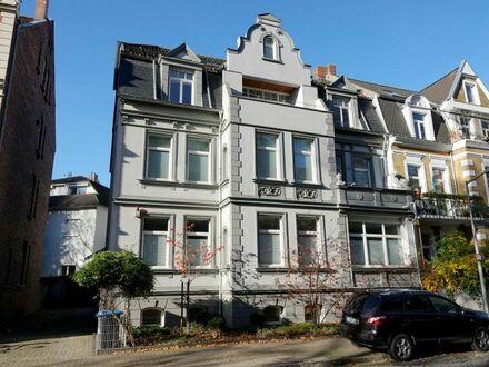 Niveauvoll Wohnen Nähe Maschsee: Helle 3-Zi.-Altbauwohnung mit hochwertiger Ausstattung + Balkon
