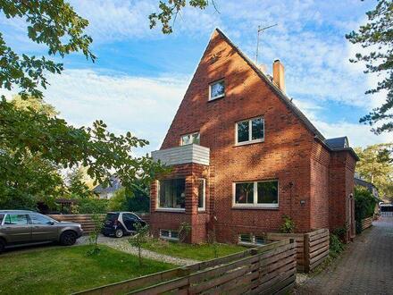 Familiengerechte Rotklinker-Villa mit sonnigem Garten